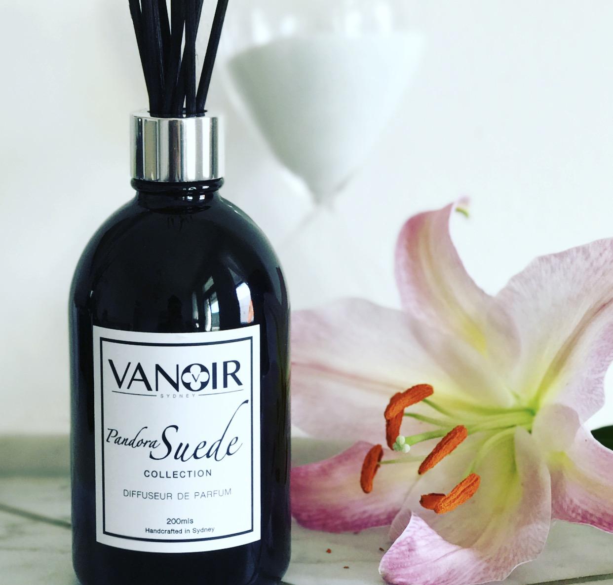 pandora suede diffuseur de parfum collection vanoir. Black Bedroom Furniture Sets. Home Design Ideas